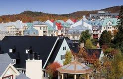 färg faller hotellet Arkivfoto