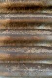 Färg knäcker på metall arkivfoton