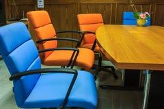 Färg presiderar mötesrum Fotografering för Bildbyråer