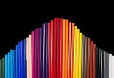 Färg ritar i bågbildande som isoleras på svarta bakgrundsclos Fotografering för Bildbyråer