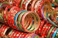 Färga armband Arkivbilder