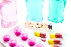Medicin- och vaccininjektionssprutor royaltyfri foto