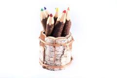 Färga blyertspennor i en kruka Arkivbild