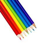 Färga blyertspennor som isoleras på vit Royaltyfri Bild
