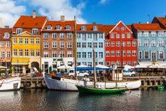 Färga byggnader av Nyhavn i Copehnagen, Danmark Arkivfoto