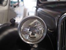 Färga detaljen på billyktan av en tappningbil Fotografering för Bildbyråer