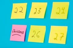 Färga klistermärkear med nummer som räknar dagarna för jul Royaltyfri Fotografi