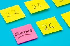 Färga klistermärkear med nummer som räknar dagarna för jul Fotografering för Bildbyråer