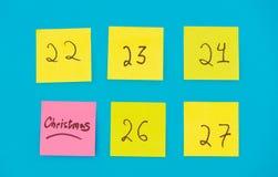 Färga klistermärkear med nummer som räknar dagarna för jul Royaltyfria Bilder