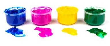 Färga målarfärgcans och färga klickar av målarfärg Arkivbilder