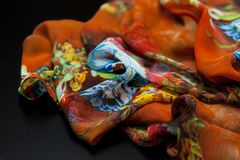 Färga orange textil, siden- tyg med plisséer Royaltyfria Bilder