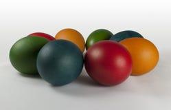 färgad easter ägggrupp Royaltyfri Bild