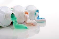 färgad toothpaste royaltyfri fotografi