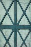 Färgad wood dörr för gammal grön turkos Royaltyfria Foton