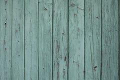 Färgad wood dörr för gammal grön turkos Arkivfoto