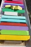 färgade chalks Färgrika kritapastell - utbildning, konster som är idérika, tillbaka till skolan Pastellfärgad kritabakgrund för f Arkivfoton