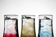 färgade coctailar Arkivbild