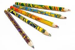 färgade fem mång- blyertspennor Arkivbilder