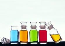 färgade flaskor Fotografering för Bildbyråer