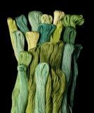 färgade gröna garner royaltyfri bild