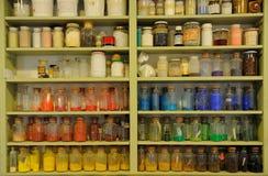 Färgade jars Arkivbilder
