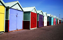 färgade kojor för strand Royaltyfria Bilder