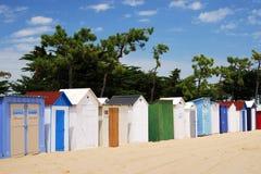 färgade kojor för strand mig Fotografering för Bildbyråer