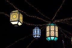 Färgade lampor för österlänning arkivfoton