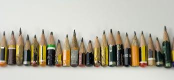 färgade lilla blyertspennor Royaltyfri Bild