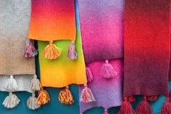 färgade mång- scarfs Arkivfoton