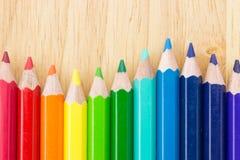 färgade många blyertspennor Royaltyfria Bilder