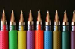 färgade pennor arkivbilder