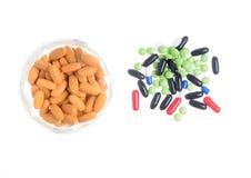 färgade pills Arkivbilder
