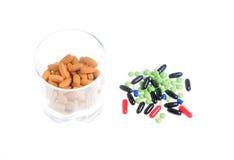 färgade pills Arkivfoto