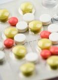 färgade pills för sortiment Arkivbilder