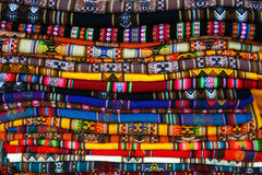 färgade tablecloths för bolivians Arkivbilder