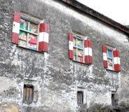 Färgade Windows och mörker royaltyfria foton