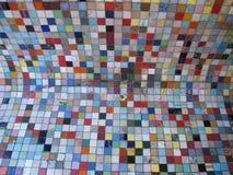 Färgat exponeringsglas belägger med tegel Arkivfoto