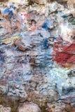 Färgat mång- målade bakgrund för stentegelstenväggen royaltyfri bild