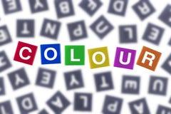 Färgat ord för färg begrepp mot Grey Letters arkivbild