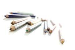 Färgblyertspenna över vit Royaltyfri Bild