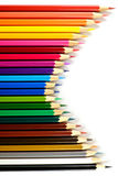 Färgblyertspenna på pappers- bakgrund Arkivbilder