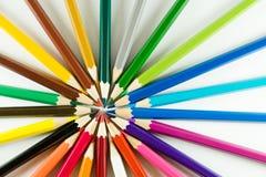 Färgblyertspenna på pappers- bakgrund Arkivfoto