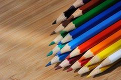 Färgblyertspenna på träbakgrund Royaltyfria Foton