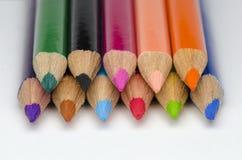 Färgblyertspenna på vit bakgrund Arkivfoto