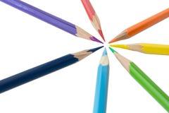 Färgblyertspennor av regnbågefärgen arkivfoton