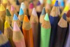 Färgblyertspennor, close upp Arkivbilder