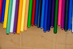 Färgblyertspennor förläggas på en cirkel royaltyfri fotografi
