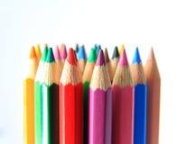 Färgblyertspennor i en linje Royaltyfria Bilder