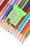 Färgblyertspennor och sharpener royaltyfria foton